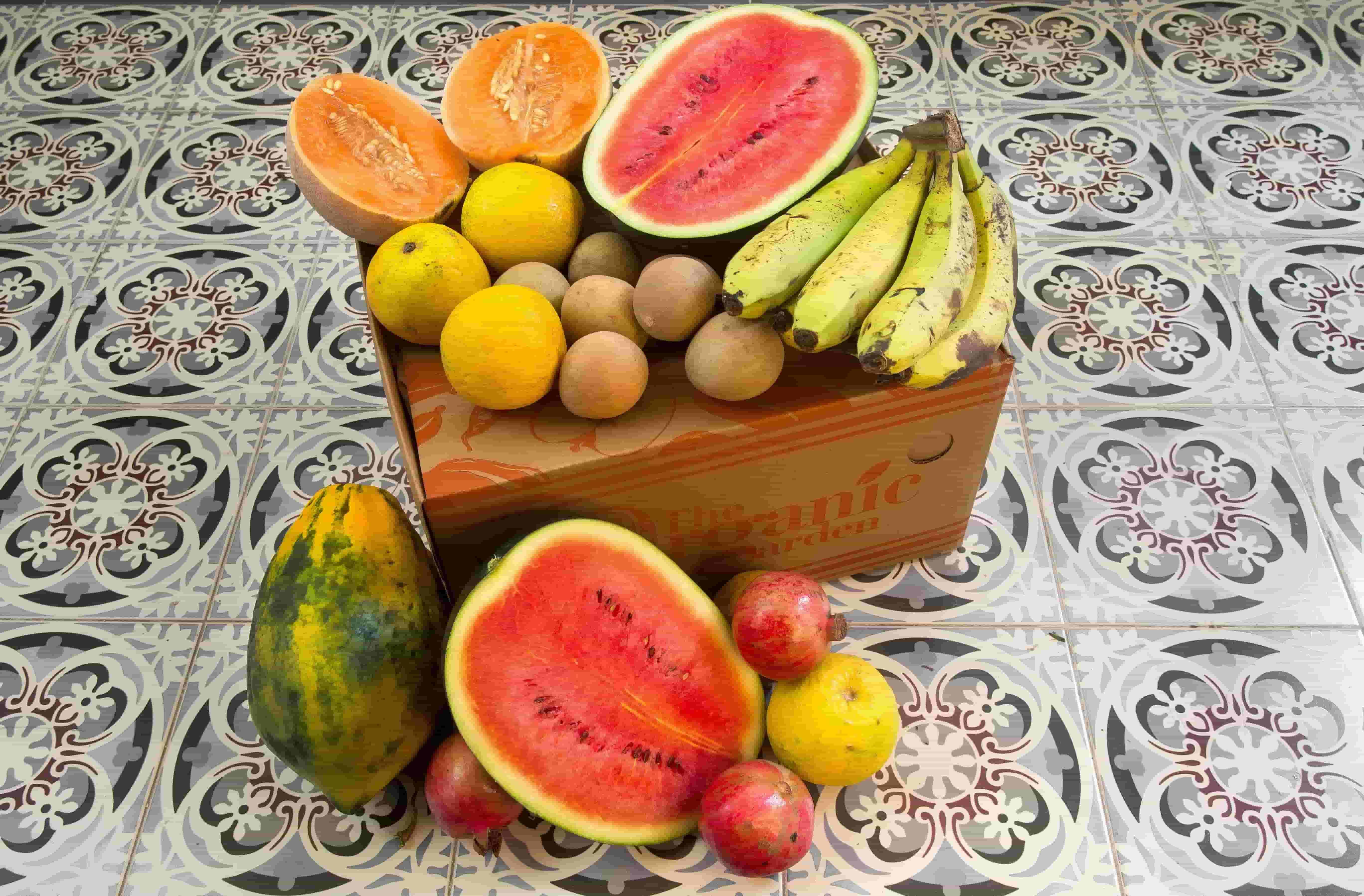 ORGANIC ESSENTIAL FRUIT BOX